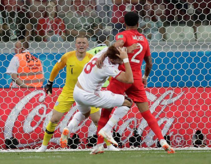 Walker foul V Tunisia.jpg